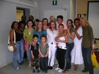 Foto di gruppo del corso di italiano alla biblioteca Basaglia
